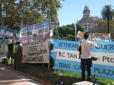 Seed bombs in Plaza de Mayo, for the veterans of the Malvinas War